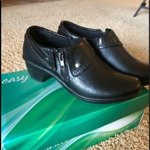 NEW IN BOX Easy street Darcy black shoes